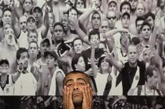 Deputado Romário, durante visita ao estádio do Maracanã, no Rio de Janeiro. Romário está decidido a se tornar a voz mais ativa dos críticos à preparação do Brasil para a Copa do Mundo de 2014, e seu front inclui desde a falta de vigor do governo nas negociações com a Fifa às denúncias de irregularidade contra o presidente da CBF e do comitê organizador, Ricardo Teixeira.  10/10/2011  REUTERS/Ricardo Moraes