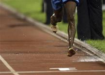 <p>Jamaica's Andrew Gutzmores competes without shoes at the men's 5000 meters final race during the Jamaicam athletics national championship in Kingston June 27, 2008. REUTERS/Carlos Barria</p>