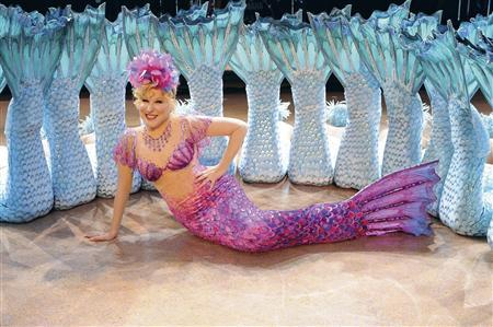 Bette Midler to auction iconic stage costumes - Reuters