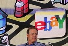 <p>John Donahoe, le directeur général d'eBay. Le premier site d'enchères en ligne, annonce un chiffre d'affaires trimestriel en hausse de 32% et un bénéfice net conforme aux anticipations des analystes financiers. /Photo prise le 17 octobre 2011/REUTERS/Robert Galbraith</p>
