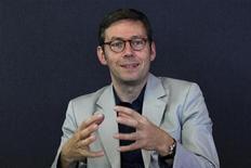 <p>Olivier Fécherolle, directeur général du développement de Viadeo, explique que le leader français des réseaux sociaux mise sur le marché chinois, où il entend devenir le réseau numéro un pour les professionnels. /Photo prise le 19 octobre 2011/REUTERS/John Schults</p>