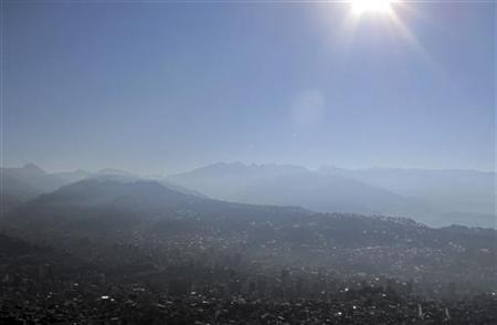 Haze from forest fires engulfs La Paz city, August 23, 2010. REUTERS/David Mercado