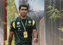 Piloto indiano Karun Chandhok na terceira sessão de treino para o Grande Prêmio de Cingapura, em setembro. O sonho do piloto de participar da corrida inaugural de Fórmula 1 em seu país não se materializou, depois que a Lotus decidiu nesta terça-feira ir com seus pilotos regulares para o Grande Prêmio da Índia neste fim de semana. 24/09/2011   REUTERS/Tim Chong