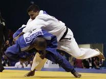 O judoca brasileiro Luciano Correa vence o cubano Despaigne na disputa dos Jogos Pan-Americanos de Guadalajara. REUTERS/Henry Romero