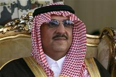 Саудовский принц Найеф наблюдает за учениями спецназа, 22 марта 2011 года. Монарх Саудовской Аравии Абдулла назначил 77-летнего министра внутренних дел Найеф бин Абдул- Азиза наследным принцем вместо его умершего от рака брата, наследника престола, сообщил в пятницу королевский двор. REUTERS/Fahad Shadeed