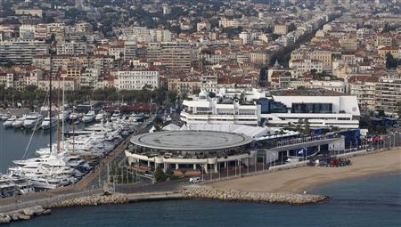 A general view shows the harbor and the Festival Palace (R), the venue of the G20 summit in Cannes, October 31, 2011. REUTERS/Christian Hartmann