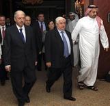 Сирийская делегация покидает переговоры с комитетом Лиги арабских государств в Дохе 31 октября 2011.  Сирия заключила соглашение с комитетом Лиги арабских государств, призванное прекратить длящееся сем месяцев насилие и обеспечить диалог между президентом Башаром Асадом и оппозицией, сообщили сирийские власти во вторник. REUTERS/SANA/Handout