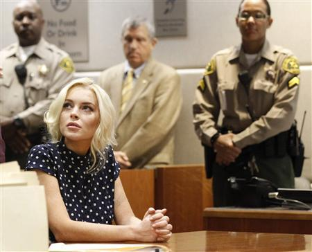 Actress Lindsay Lohan attends a probation violation hearing at Airport Branch Courthouse in Los Angeles November 2, 2011. REUTERS/Mario Anzuoni