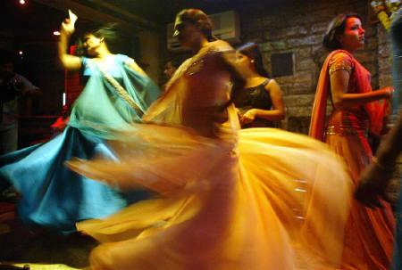 Indian bar girls perform at a dance bar in Bombay May 5, 2005. REUTERS/Punit Paranjpe/Files