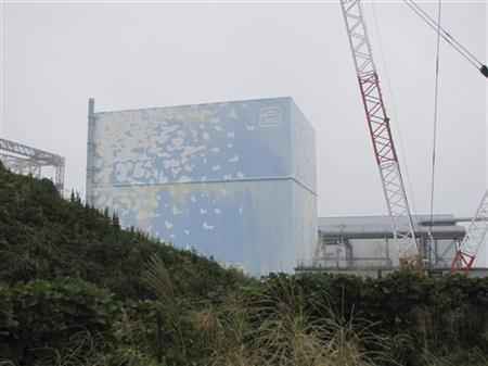 Tokyo Electric Power Co. (TEPCO)'s tsunami-crippled Fukushima Daiichi Nuclear Power Plant No. 2 reactor building is seen in this handout photo taken September 15, 2011.  REUTERS/Tokyo Electric Power Co/Handout