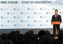 Президент РФ Дмитрий Медведев на церемонии в честь начала строительства газопровода Северный поток, 9 апреля 2010 г.Открытие российского газопровода Северный поток в Германию, который запущен в германском Любмине во вторник, выглядит успехом Москвы в повышении своей роли на рынке энергоносителей в Европе. Но успех этот не столь значителен, как кажется. REUTERS/Alexander Demianchuk