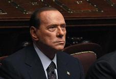 Премьер-министр Италии Сильвио Берлускони во время голосования в парламенте в Риме, 8 ноября 2011 года. Премьер-министр Италии Сильвио Берлускони подал в отставку во вторник, перестав сопротивляться растущему давлению, после того, как голосование в парламенте показало, что он лишился поддержки большинства депутатов. REUTERS/Tony Gentile