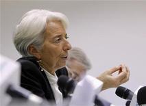"""Глава МВФ Кристин Лагард на пресс-конференции в Москве, 8 ноября 2011 г. Мировая экономика рискует погружением в """"потерянное десятилетие"""" из-за европейского долгового кризиса, сообщила в среду глава Международного валютного фонда (МВФ) Кристин Лагард. REUTERS/Reuters Staff"""