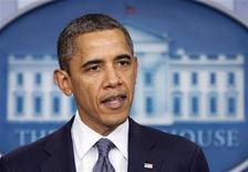 """Президент США Барак Обама выступает в Вашингтоне, 21 октября 2011 года. Президент США Барак Обама в четверг заявил, что будет работать над скорейшим снятием ограничений времен """"холодной"""" войны в торговле с Россией и наделением Москвы обычным торговым статусом, чтобы уровнять условия американских компаний с международными конкурентами в РФ. REUTERS/Joshua Roberts"""