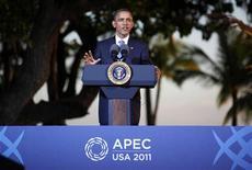 """Президент США Барак Обама выступает на пресс-конференции на саммите Азиатско-Тихоокеанского региона в Гонолулу, 13 ноября 2011 года. Соединенные Штаты """"сыты по горло"""" торговой и валютной политикой КНР, объявил президент США Барак Обама Китаю в воскресенье, выступая на саммите Азиатско-Тихоокеанского региона.  REUTERS/Larry Downing"""