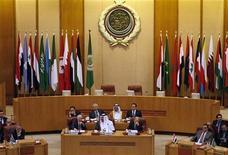 Министры иностранных дел обсуждают вопросы, связанные с Сирией, на саммите Лиги арабских государств в Каире, 2 ноября 2011 года. Сирия призывает Лигу арабских государств провести экстренный саммит во избежание потери членства в международной организации, но представители ЛАГ намерены встретиться на этой неделе с сирийской оппозицией, требующей отставки президента Башара аль-Асада. REUTERS/Mohamed Abd El-Ghany