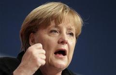 Канцлер Германии Ангела Меркель выступает на съезде партии Христианский демократический союз в Лейпциге 14 ноября 2011 года. Ангела Меркель сказала в понедельник, что долговые проблемы еврозоны привели Европу, возможно, в самый тяжелый кризис со времен Второй мировой войны. REUTERS/Tobias Schwarz