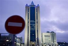 Вид на штаб-квартиру Газпрома в Москве 3 января 2009 года. Крупнейший в мире производитель природного газа Газпром, столкнувшись с недовольством потребителей и властей ЕС, признал, что требования европейских партнеров и чиновников могут негативно отразиться на его деятельности. REUTERS/Sergei Karpukhin