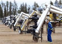 <p>A Statoil oil field worker looks at oil well heads on a well pad at the Statoil oil sands operation near Conklin, Alberta, November 3, 2011. Statoil plans an expansion of their oil sands operation that will let them produce 60,000 barrels of oil per day by 2016. REUTERS/Todd Korol</p>