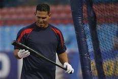 O jogador de beisebol venezuelano Wilson Ramos em primeira sessão de treinamento depois de seu sequestro na Venezuela, em 15 de novembro. Autoridades venezuelanas acusaram oito pessoas pelo sequestro. 15/11/2011 REUTERS/Gil Montano