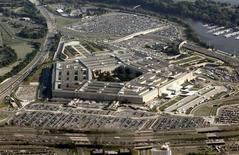 Вид на здание Пентагона в Вашингтоне 31 августа 2010 года.  Посол Пакистана в США Хусейн Хаккани подал в отставку во вторник после выдвинутых против него обвинений в том, что он попросил Пентагон помочь в предотвращении военного переворота в Пакистане. REUTERS/Jason Reed