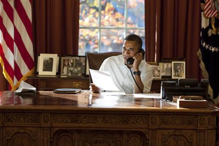 United States President Barack Obama makes Thanksgiving Day phone calls to U.S. military personnel from the Oval Office November 24, 2011.       REUTERS/Pete Souza-The White House/Handout