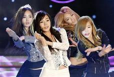 <p>Members of K-Pop idol group Girls' Generation perform during the Korean Pop Culture and Art Awards at the Olympic Hall in Seoul November 21, 2011. REUTERS/Jo Yong-Hak</p>