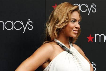 Singer Beyonce poses for a photo during an event to debut her newest fragrance, Beyonce Pulse, at Macy?s store in New York September 22, 2011. REUTERS/Kena Betancur