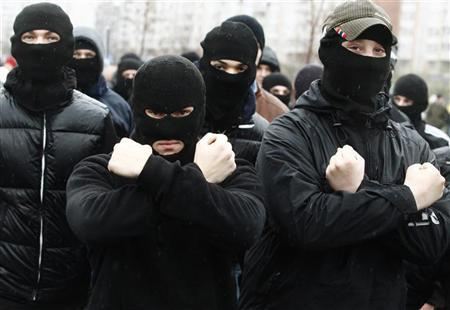 Russian ultra-nationalists march during a demonstration on the outskirts of Moscow, November 4, 2010. Russia marks the Day of People's Unity on November 4 when it celebrates the defeat of Polish invaders in 1612 and replaces a communist celebration of the 1917 revolution.  REUTERS/Mikhail Voskresensky