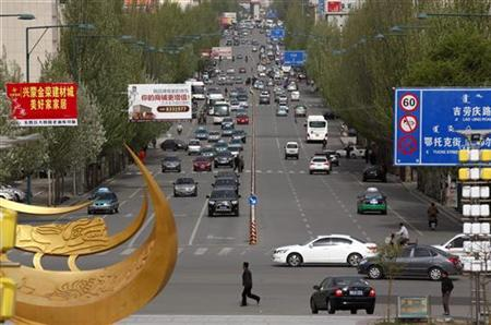 A busy street in seen in Dongsheng in China's Inner Mongolia Autonomous Region May 11, 2011.  REUTERS/David Gray