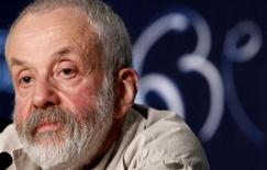 """Diretor Mike Leigh participa de coletiva de imprensa por seu filme """"Um Ano Mais"""" no Festival de Cannes, em 2010. O diretor e roteirista britânico Mike Leigh vai presidir o júri do próximo festival de Berlim, disseram os organizadores nesta sexta-feira. 15/05/2010  REUTERS/Jean-Paul Pelissier"""