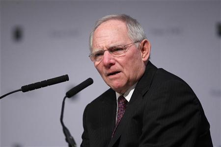 Germany's Finance Minister Wolfgang Schaeuble holds his speech during the European Banking Congress 2011 in Frankfurt November 18, 2011.   REUTERS/Alex Domanski