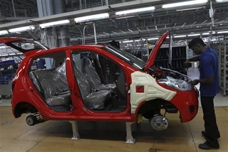 A worker assembles a Hyundau i10 car at a plant of Hyundai Motor India Ltd in Sriperumbudur Taluk in Tamil Nadu April 12, 2011. REUTERS/Babu/Files