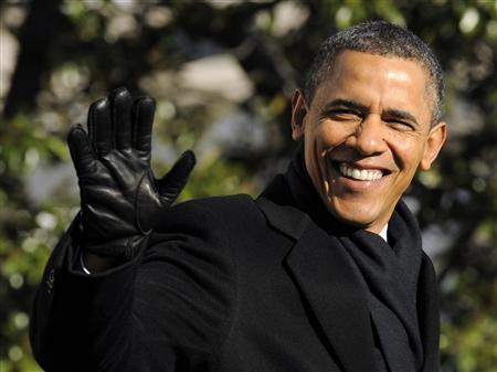 US President Barack Obama waves to the press while walking on the South Lawn of the White House in Washington DC December 10, 2011. REUTERS/Mike Theiler