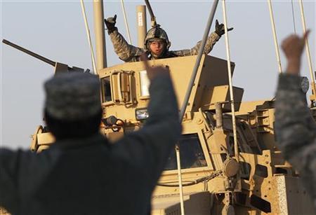 12月18日、イラク駐留米軍は、最後の部隊が隣国クウェートに出国し、撤退を完了した(2011年 ロイター/Shannon Stapleton)