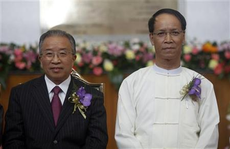 Myanmar's Vice-President Sai Mauk Kham (R) and Chinese State Councilor Dai Bingguo pose during the opening ceremony of Naypyitaw International Airport December 19, 2011. REUTERS/Soe Zeya Tun
