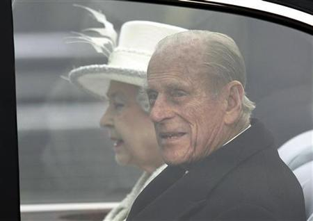 Britain's Queen Elizabeth and Prince Philip ride a car towards Horse Guards Parade to participate in the official welcome for Turkey's President Abdullah Gul, in central London, November 22, 2011. REUTERS/Andrew Winning/Files