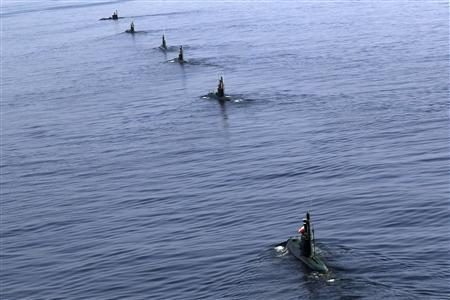 Iranian submarines participate in a naval parade on the last day of the Velayat-90 war game in the Sea of Oman near the Strait of Hormuz in southern Iran, January 3, 2012. REUTERS/Jamejamonline/Ebrahim Norouzi