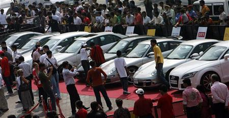 People watch sports and luxury cars at a ''Super Car Show'' in Mumbai April 5, 2009. Over 40 luxury and sports cars were showcased in the one-day show and entourage. REUTERS/Arko Datta