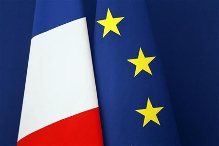 French (L) and European flags are displayed during a news conference at the Hotel Matignon in Paris June 21, 2011.   REUTERS/Charles Platiau