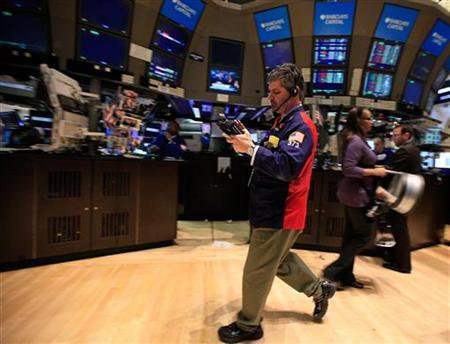 Traders work on the floor of the New York Stock Exchange January 4, 2012. REUTERS/Brendan McDermid