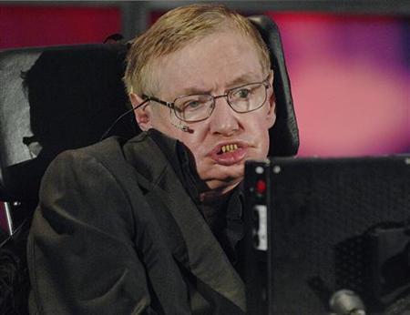 車椅子の物理学者ホーキング博士、宇宙最大の謎は「女性」