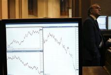Зал Мадридской фондовой биржи 7 декабря 2011 года. Европейские рынки акций открылись практически без изменений в четверг, так как инвесторы ждут испанского долгового аукциона и решения Европейского Центробанка о ставке. REUTERS/Susana Vera