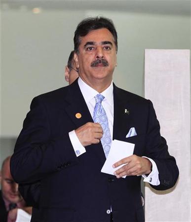 1月13日、パキスタンのギラニ首相が国防次官を解任したことなどを受け、政府と軍との対立が深まっている。写真はギラニ首相。豪パースで昨年10月撮影(2012年 ロイター/Ron D'Raine)
