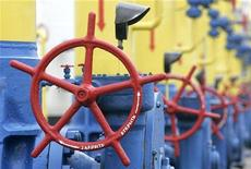 Газовая комрессорная станция в городе Боярка. Фотография сделана 1 декабря 2008 года. Украина не намерена продавать России свою газотранспортную систему в обмен на снижение цены на газ, несмотря на затянувшиеся почти на два года переговоры о новом соглашении, сказал министр энергетики и угля Юрий Бойко. REUTERS/Konstantin Chernichkin