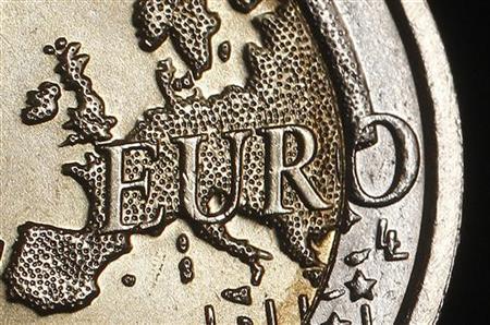 1月13日、ニューヨーク外国為替市場では、S&Pがフランスなどユーロ圏の9カ国を格下げしたことを受け、ユーロが対円で11年ぶりの安値を更新した。ローマで昨年11月撮影(2012年 ロイター/Tony Gentile)