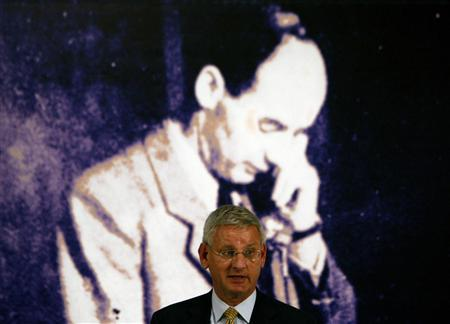 Sweden's Foreign Minister Carl Bildt delivers a speech at the opening ceremony of the Wallenberg Year in the Hungarian National Museum in Budapest, January 17, 2012. REUTERS/Bernadett Szabo