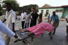 Madina hospital staff help to wheel an injured Medecins Sans Frontieres (MSF) personnel on a stretcher in Somalia's capital Mogadishu December 29, 2011.  REUTERS/Feisal Omar