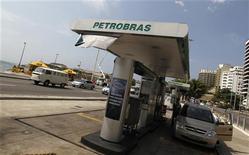 <p>Le président du géant pétrolier brésilien Petrobras, José Sergio Gabrielli a été remplacé par Maria das Graças Foster, une responsable du groupe proche de la présidente brésilienne Dilma Rousseff, rapporte samedi la chaîne de télévision GloboNews. /Photo d'archives/REUTERS/Bruno Domingos</p>