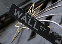 Уличный указатель на Уолл-стрит в Нью-Йорке 5 декабря 2007 года. EPAM Systems Inc, поставщик услуг в области разработки программного обеспечения и решений на территории России, объявил о намерении провести первичное публичное размещение акций на фондовой бирже Нью-Йорка (NYSE), сообщила компания во вторник. REUTERS/Brendan McDermid